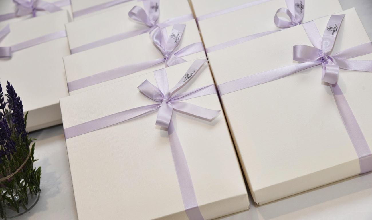 scatole-bomboniere-quadrifoglio-nastro-viola