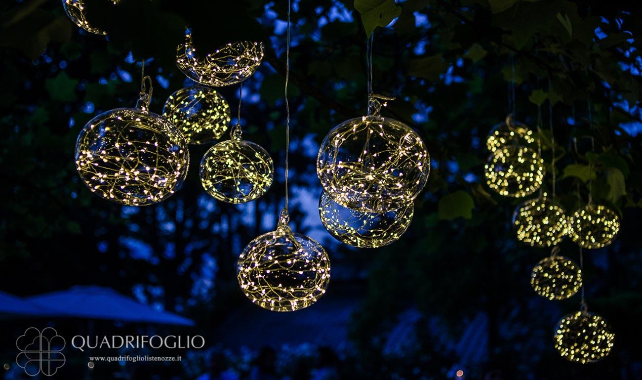 allestimento-riflessi-di-luce-quadrifoglio-liste-nozze-sfere-luminose